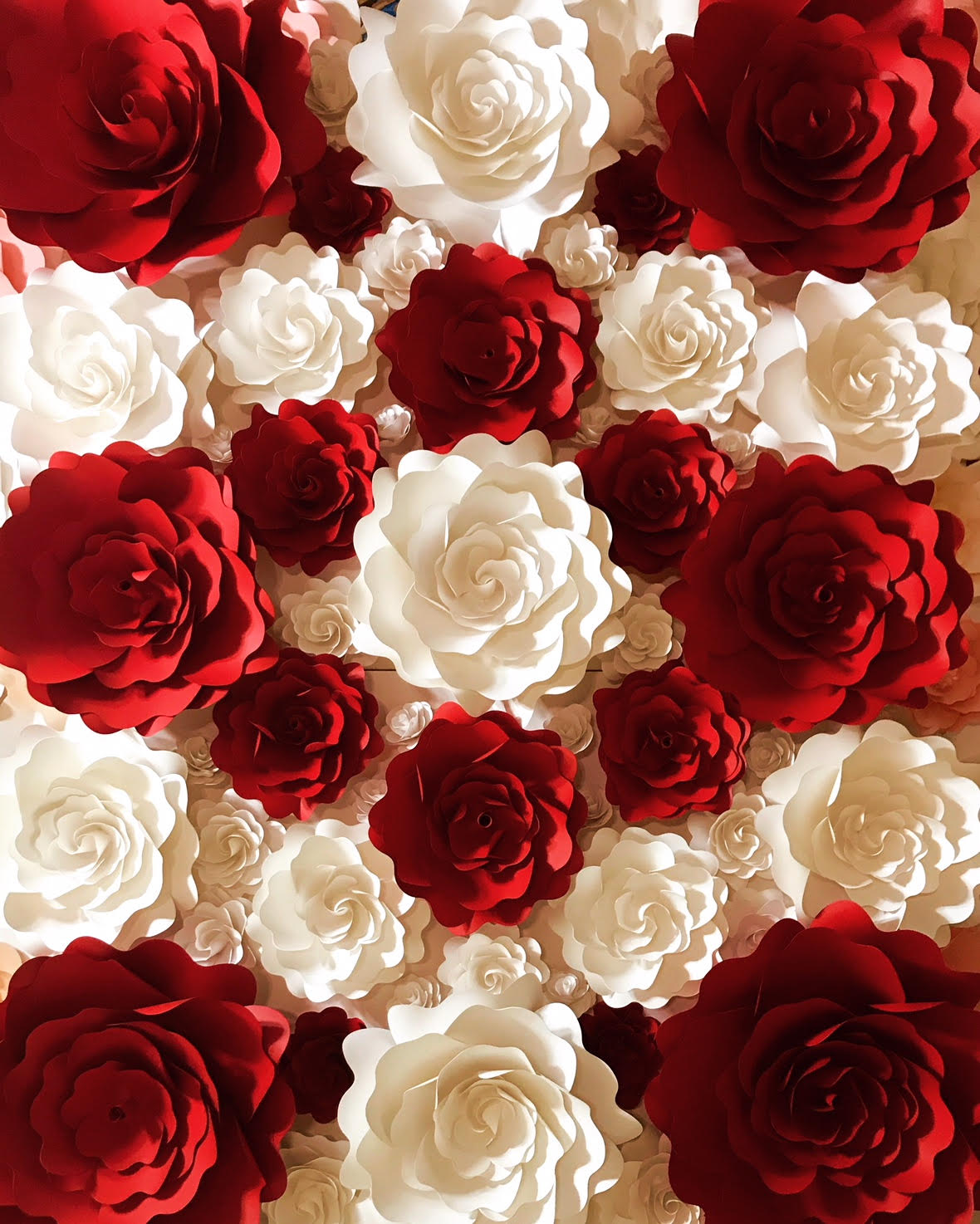 red and white paper flower wall  03 click on the picture